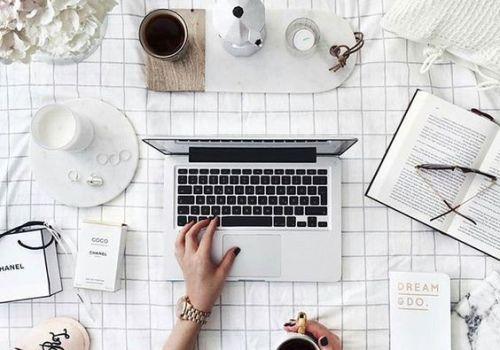 freelance daily routine, desk flatlay, italia