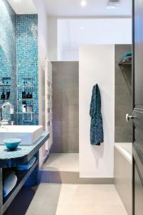 turquoise bathroom, italianbark interior design blog, colourful apartment paris