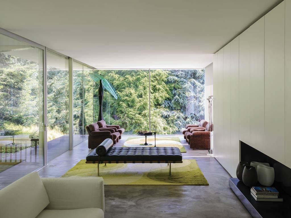 Italian design furniture and icons in a beautiful villa in for Blog interior design italia
