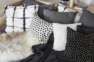 how-to-arrange-studio-apartment-scandinavian-interiors-italianbark (1)