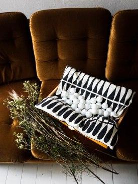 christmas-diy-light-garland-pingpong-led-lights (12)