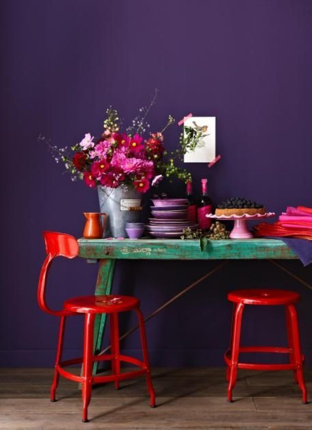 Pantone 2018 ultra violet decor, violet and red interiors, ultra violet wall