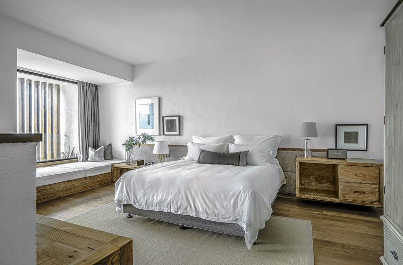 THE PURE HOUSE BOUTIQUE HOTEL BY YUEJI ARCHITECTURAL DESIGN OFFICE, hotel rooms design trends, bedroom interior design ideas, minimalist bedroom, wooden headboard
