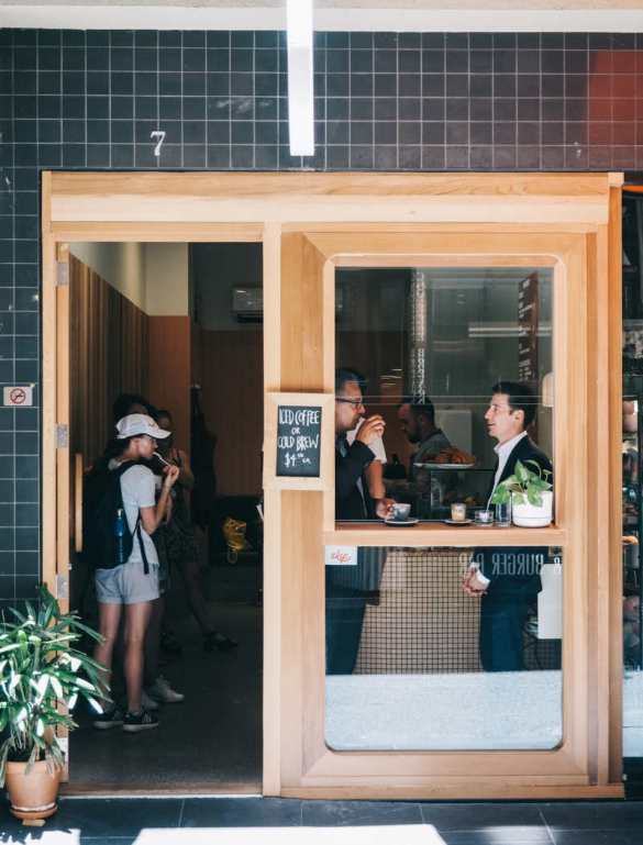 The atmosphere around Degraves St in the CBD,, Windsor area, melbourne design guide, best cafe melbourne