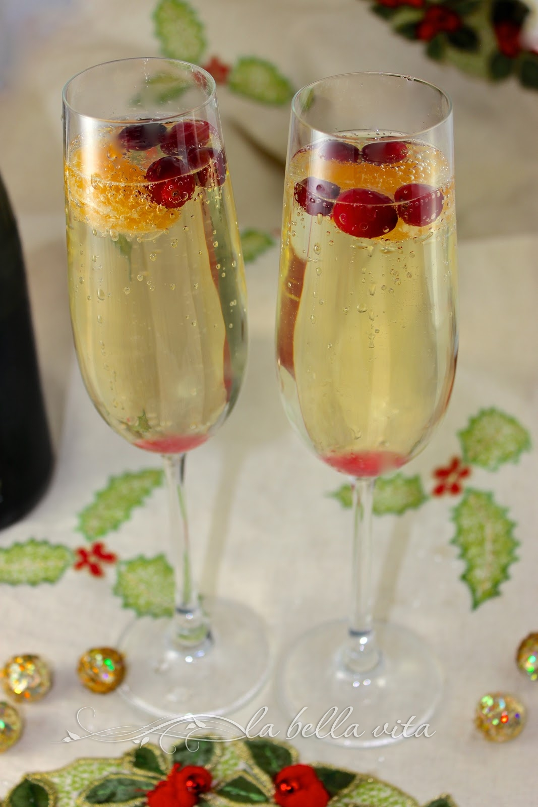cranberry clementine and prosecco cocktails la bella vita cucina. Black Bedroom Furniture Sets. Home Design Ideas