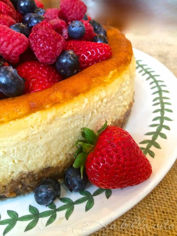Italian Ricotta and Mascsarpone Cheesecake with Raspberry Almond Crust