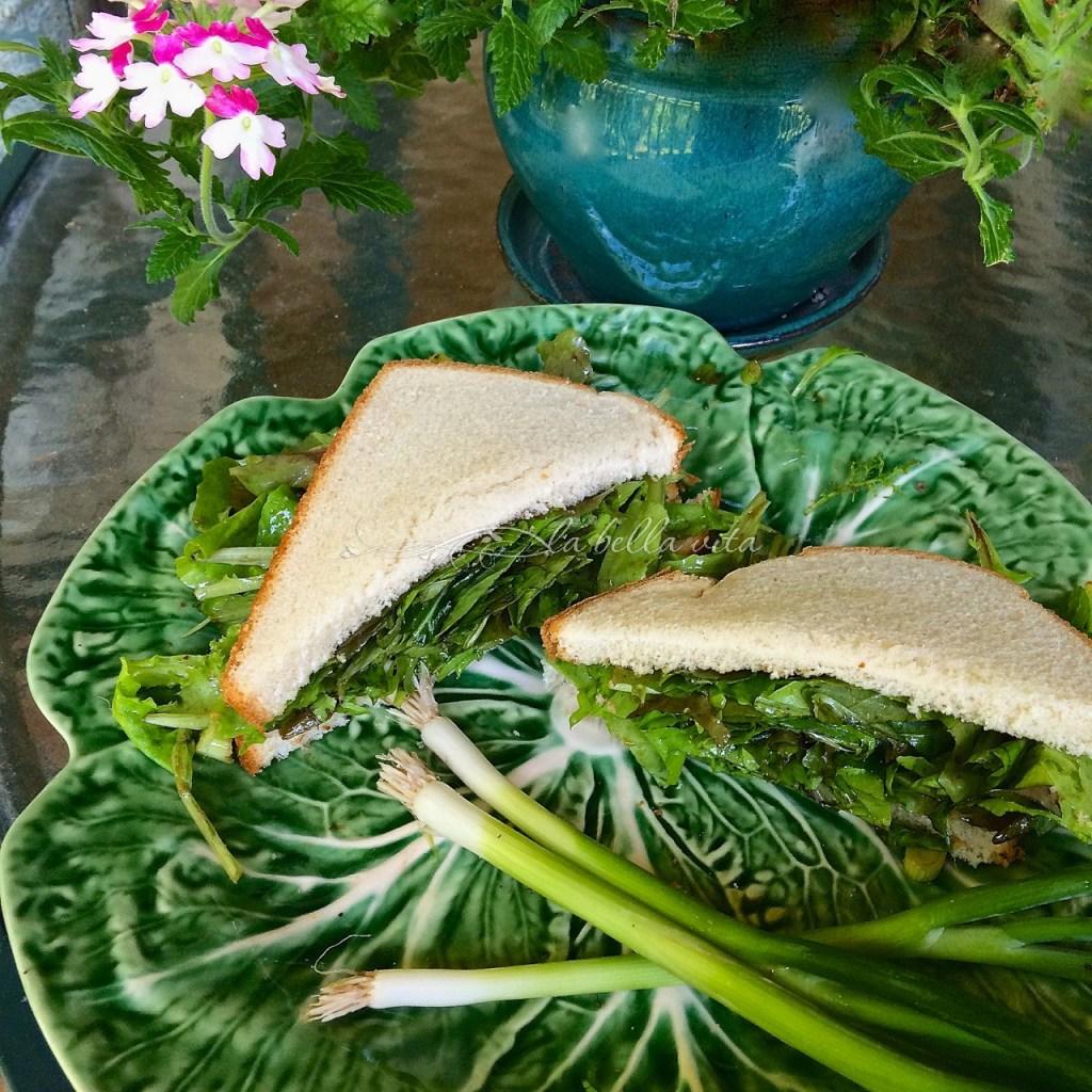 loose leaf lettuce salad