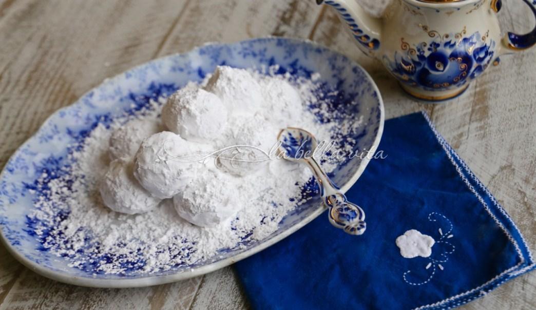 Greek Wedding Cookies Kourabiethes / Kourabiedes