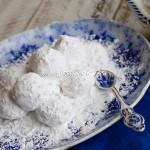 Greek Wedding Cookies – Kourabiethes / Kourabiedes