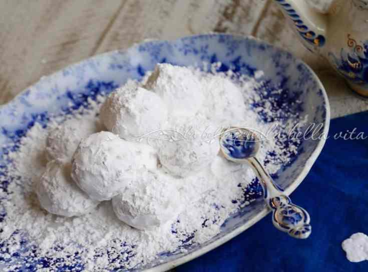 Greek Wedding Cookies -- Kourabiethes / Kourabiedes