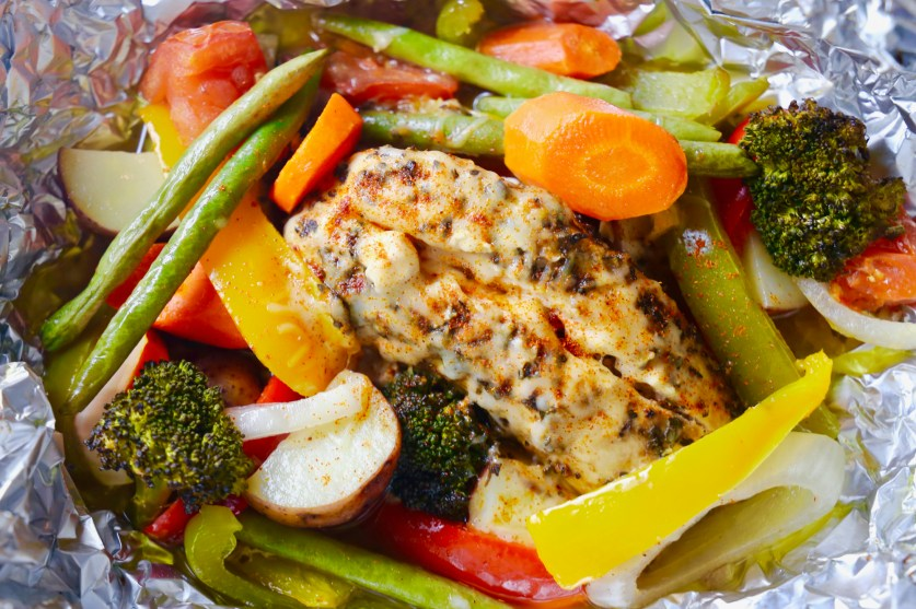 Cheesy Italian Chicken and Vegetables Foil Packets !  Oh so easy and delicious!  Beautiful too!  Your family will love this recipe!  BUON APPETITO!  La Bella Vita Cucina ~ italianbellavita.com  #foilpacket #foilpackets #foil #packet #italian #chicken #pollo #vegetables #cheese #cheesy #easy #recipe #roast