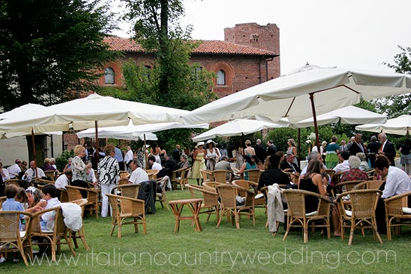 outdoor country wedding reception in Piemonte Italy
