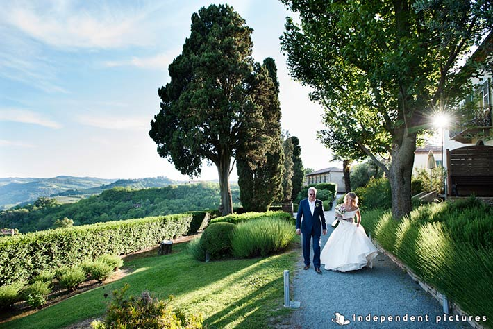 18_Vespa-tour-weeding-in-Langhe