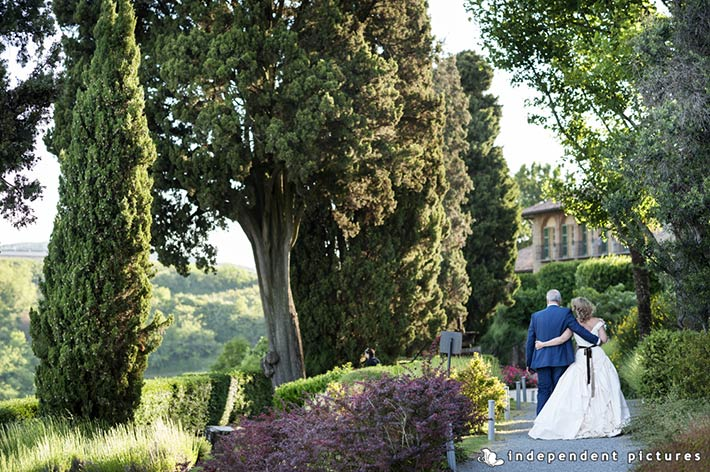 21_Vespa-tour-weeding-in-Langhe