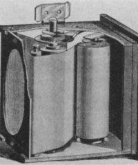 Roll_holder_mechanism_in_first_Kodak_camera