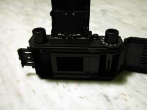 Il retro della fotocamera a montaggio quasi ultimato
