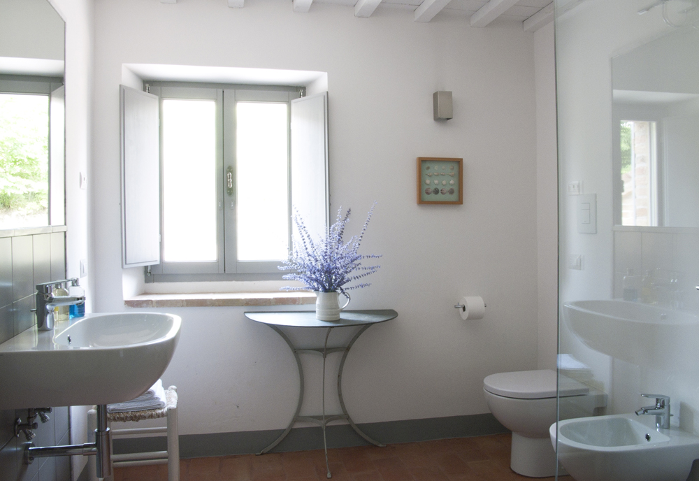 Casa San Nicola Holiday House Le Marche Italy Shower Room