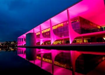 Palácio do Planalto entra na Campanha Outubro Rosa (Brasília - DF, 01/10/2014) Foto: Roberto Stuckert Filho/PR