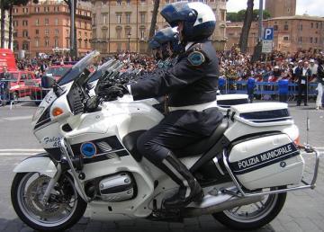 Sfilata dei motociclisti della Polizia municipale di Roma, attuale Polizia Roma Capitale (nel 2007) Jollyroger - Opera propria