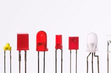 Varie tipologie di LED indicatori spia. Foto Afrank99