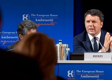 Renzi interviene a Cernobbio alla 41esima edizione del Forum Ambrosetti. 5 Settembre 2015. Foto: Tiberio Barchielli. http://www.governo.it/Presidente/Fotografie/dettaglio.asp?d=79257