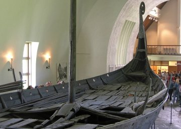 The preserved remains of the Oseberg Ship, now located in the Viking Ship Museum (Oslo). By Hofi0006 - Own work, CC BY-SA 3.0, https://commons.wikimedia.org/w/index.php?curid=268551