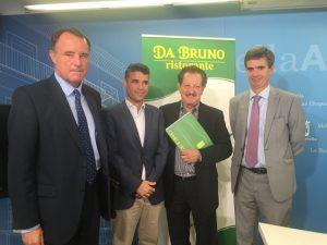 """(sin) José Gonzalez, direttore del CIT di Marbella, José Bernal, sindaco di Marbella, Bruno Filippone del Grupo de Restauracion """"Da Bruno"""" e Jorge Martinez Echevarria vice Console onorario italiano di Malaga."""