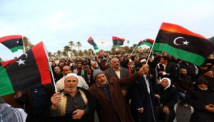 (150213) -- TRIPOLI, Feb. 13, 2015 (Xinhua) -- Some citizens wave national flags on Martyrs Square in Tripoli, Libya, on Feb. 13, 2015. Hundreds of people demonstrated at Libya's capital city of Tripoli on Friday in support of the ongoing UN-brokered dialogue between the warring factions and expressed hopes for peace. (Xinhua/Hamza Turkia)
