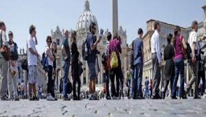 Turismo - Roma - 2373209_0005_turisti_1.jpg.pagespeed.ce.TBvZazdp6M - www-ilmessaggero-it - 350X200