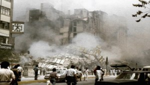 Hotel Regis in Mexico City's central Alameda park square collapses after an earthquake in this September 19, 1985 file photo. The 1985 Mexico City earthquake, measuring a giddy 8.1 on the Richter scale, caught Mexico off guard, killing thousands as it toppled housing blocks and office buildings in a city built on the soft mud left by a dried-up pre-Hispanic lake.Some 12,000 people are believed to have died in this earthquake, with another 40,000 injured. President Vicente Fox will host a memorial service on September 19, 2005 for the victims as the country marks the quake's 20th anniversary. Photo taken on September 19, 1985. REUTERS/Daniel Aguilar/File  DA/VP