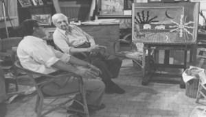 Franco Simongini con Giorgio de Chirico davanti al Sole sul cavalletto