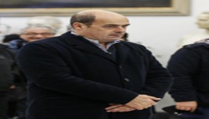 Il presidente della Regione Lazio, Nicola Zingaretti, durante la camera ardente di Lando Fiorini in Campidoglio, Roma, 10 dicembre 2017. ANSA/FABIO FRUSTACI