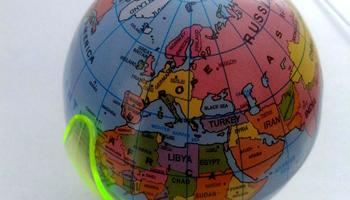 Sputnik Opinioni: buona parte dei francesi, meno della metà dei tedeschi e più della metà degli inglesi non ritengono la Russia Europa