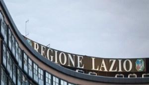 © Angelo Carconi / LaPresse 06-12-2010 Roma, Italia Cronaca Protesta dei movimenti per il diritto all'abitare, precari e sindacati di base alla Regione Lazio Nella foto i manifestanti sul tetto della Regione Lazio