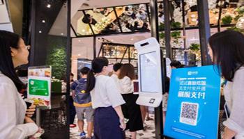Cina, elemosina ai mendicanti si fa con il cellulare