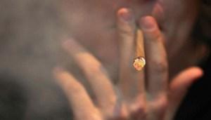 """San Patrignano (RN), 26 giu. (askanews) - In Italia 4 milioni di italiani adulti, tra i 15 e i 64 anni, pari a 1 su 10, hanno consumato negli ultimi 12 mesi almeno un tipo di droga fra cannabis, cocaina, eroina, droghe sintetiche, nuove sostanze psicoattive. Le percentuali aumentano sensibilmente fra i giovani: più di uno su 5 (22,5%) ha fatto uso di almeno una droga nel 2016 e quasi uno su 2 (43%) nel corso della vita. Sono i dati diffusi dalla Comunità di San Patrignano, in occasione della 31esima Giornata mondiale per la lotta alla droga. Secondo i dati di San Patrignano, uno studente su 4 (25,9%), pari a 640 mila ragazzi e ragazze ha fatto uso di almeno una sostanza illegale nell'ultimo anno. """"Non bisogna abbassare la guardia perché, purtroppo, gli Stati che l'hanno fatto dimostrano che c'è una recrudescenza del fenomeno - ha commentato Letizia Moratti, co-fondatrice della Fondazione San Patrignano -. E perché noi stessi qui a San Patrignano vediamo che abbiamo sempre più richieste da parte di giovani; si è abbassata l'età nell'uso di sostanze stupefacenti proprio per questa politica di normalizzazione delle droghe""""."""