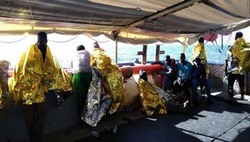 Il 2019 si apre con l'ennesima tragedia nel Mediterraneo: «117 morti a largo della Libia»