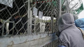 """Minori non accompagnati in """"condizioni catastrofiche"""" in Grecia, rapporto"""
