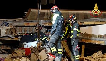 Albania, dichiarato lo stato di emergenza per il terremoto: 31 morti | Nuova forte scossa vicino a Tirana