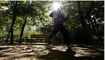 Coronavirus, passeggiate e sport all'aperto: cosa si può fare e cosa può far scattare la denuncia