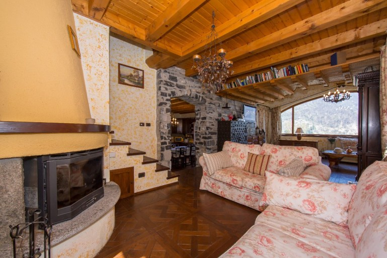 holiday villa mountainside lake como