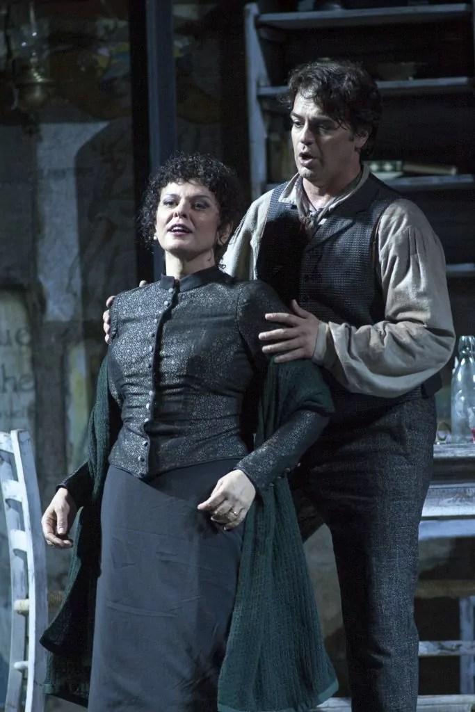 Il giovane Jacopo Sipari di Pescasseroli debutta venerdì 22 luglio sul palco del Gran teatro di Puccini alla regia della Bohème., che torna nell'allestimento di Ettrore Scola.