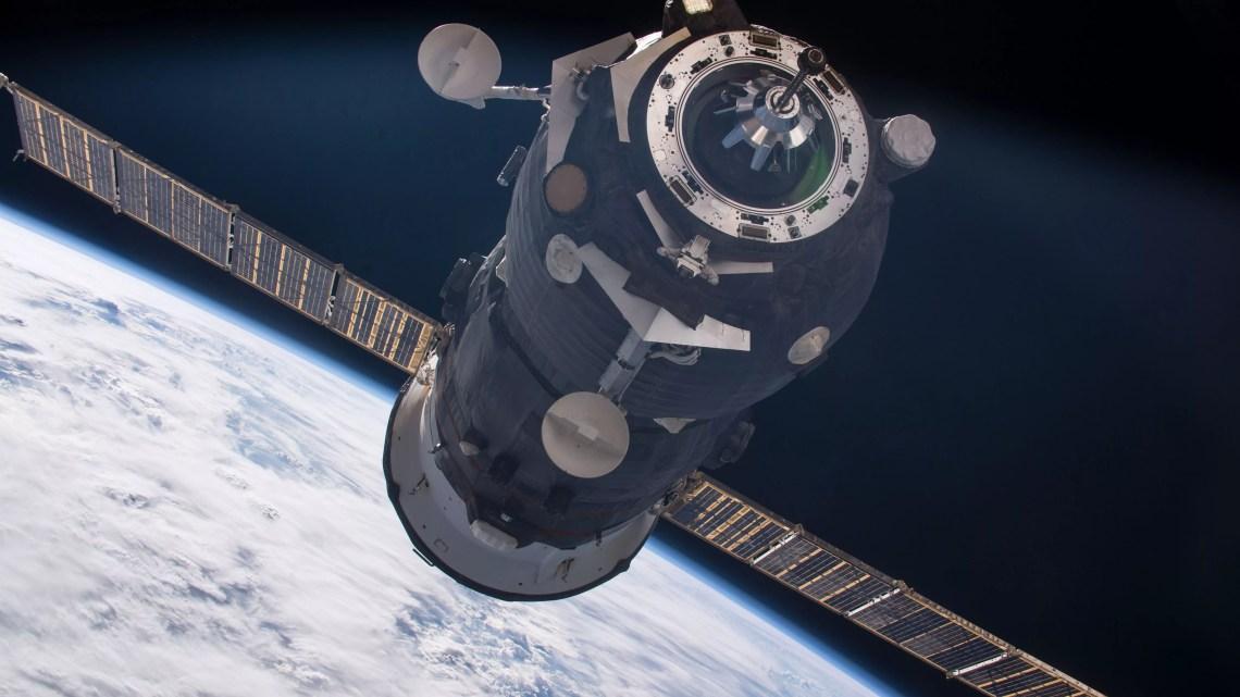 La navicella Progress 62 si avvicina alla Stazione spaziale internazionale (ph. Nasa)