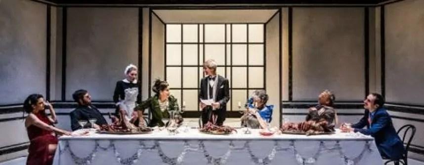 Al teatro Bellini di Napoli, fino al 27 novembre, la corruzione dell'economia e della società diventa Souper, l'amaro testo di Ferenc Molnàr adattato da Fausto Paravidino.
