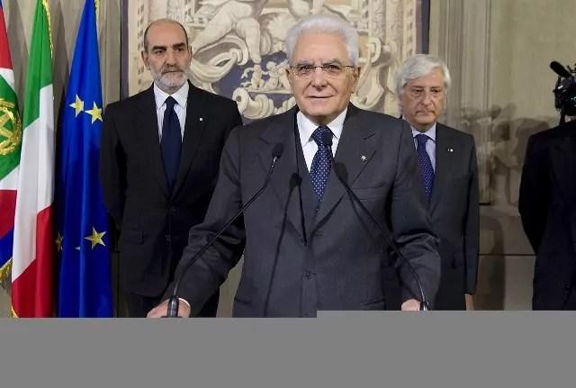Il Presidente della Repubblica Sergio Mattarella parla alla stampa al termine delle consultazioni al Quirinale, concluse il 10 dicembre 2016.