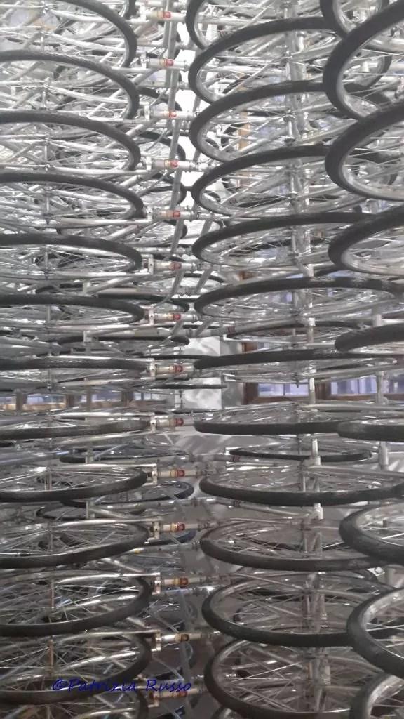 Ai Weiwei, Libero, Stacked, un'installazione che assembla 950 biciclette