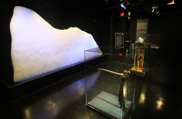 Titanic, l'incontro fatale con l'iceberg.