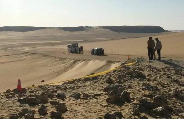 Egitto, uomini armati assaltano un autobus diretto al monastero e fanno strage di cristiani copti: 28 persone uccise, compresi due bambini, e 24 ferite.