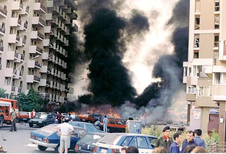 La strage di via D'Amelio a Palermo, in cui morirono Paolo Borsellino e 5 agenti di scorta