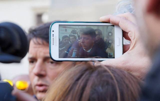 Giornata da dimenticare per Matteuccio (nella foto Matteo Renzi a Paola, in provincia di Cosenza, ph. Paolo Perrotta).